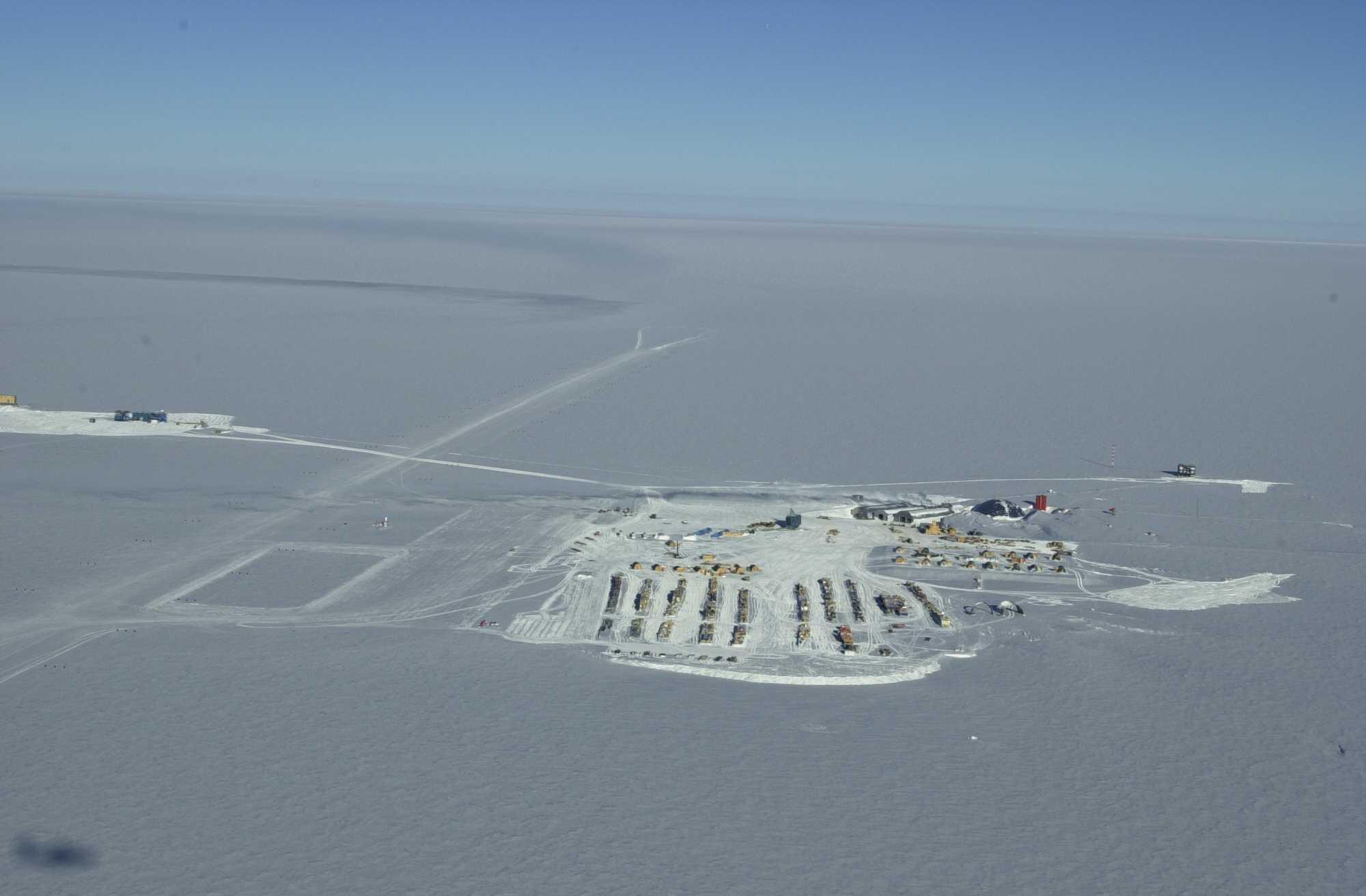 http://southpolestation.com/maps/aerial2k0.jpg